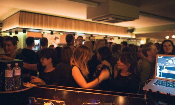 Die Wohngemeinschaft Ist Die Bar In Köln Mitten Im Belgischen Viertel